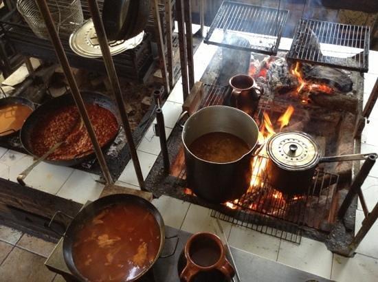 Almenara de Catalucia: Cocina a fuego lento