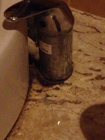 Phi Phi Villa Resort: taps in the bathroom