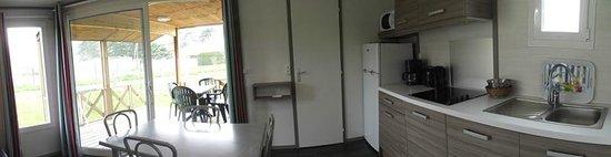 Camping Lot et Bastides : séjour cuisine chalets