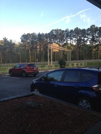 Red Roof Inn Charlottesville: busy highway view & soundtrack!!!