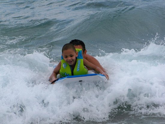 Palm Beach Shores Resort & Vacation Villas: I'm boogie bording!
