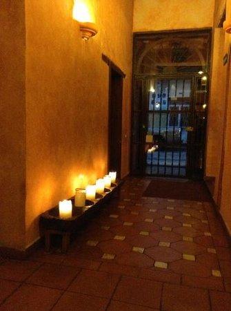 Hotel Casa del Aguila: enter