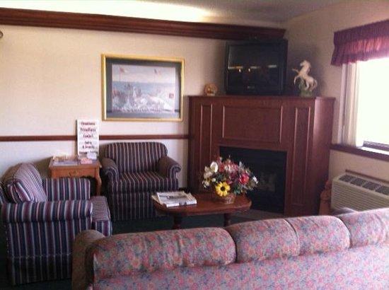 Country Hearth Inn - Shelbyville: Lobby Area