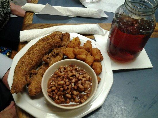 Mama Dean's Soul Food Kitchen: Delightful catfish, corn fritters, purple hull peas and ice tea