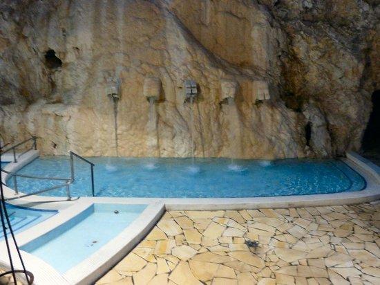 Cave Bath of Miskolctapolca: Cascading waterfalls.