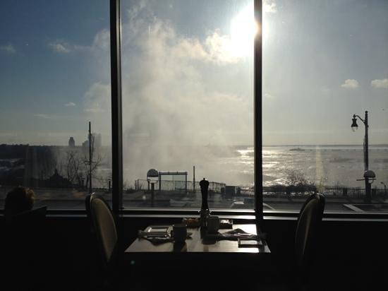 Niagara Falls Marriott on the Falls: view at breakfast