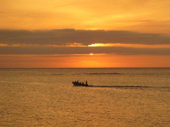 Blue Bahia Resort: sunset from the dock