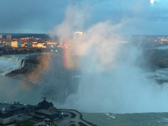 Niagara Falls Marriott on the Falls: rainbow during sunset room 2715.