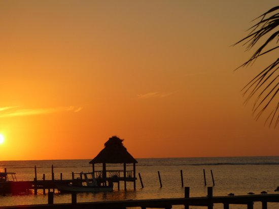Blue Bahia Resort: sunset from the beach
