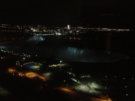 Niagara Falls Marriott on the Falls : nighttime view from room 2715