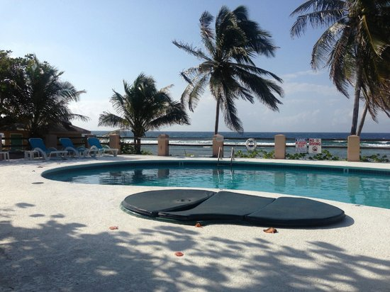 Pirates Point Resort : Pool was perfect temperature and overlooks ocean