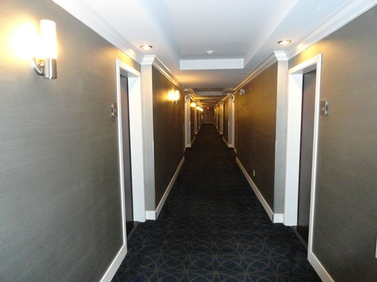 Sandman Signature Langley Hotel: Hallway
