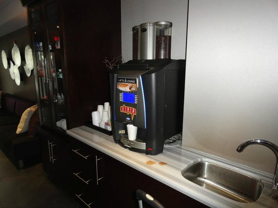 Sandman Signature Langley Hotel: Coffee Area