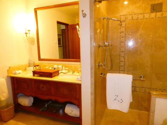Belmond Palacio Nazarenas: Bathroom Suite #243