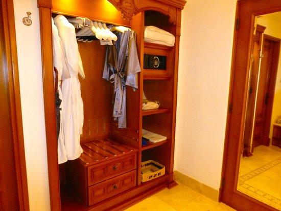 Belmond Palacio Nazarenas: Closet