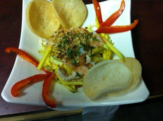 Restaurant Charme Cochinchine: salade de mangue aux crevettes et poulet
