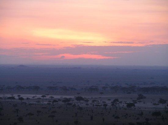Serengeti Pioneer Camp: sunrise from lodge