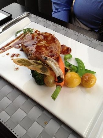La Marina Restaurant & Lounge: absolutely delicious pork