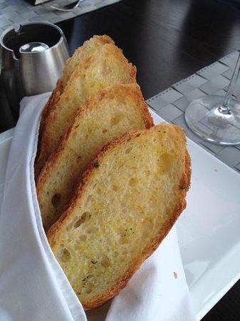 La Marina Restaurant & Lounge: complimentary bread basket