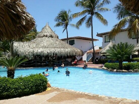 Piscina rea cascada picture of sunsol isla caribe el tirano tripadvisor - Piscinas 7 islas ...