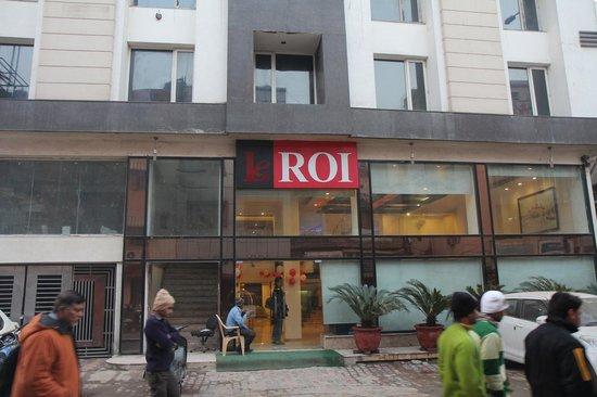 Hotel Le Roi - Entrance