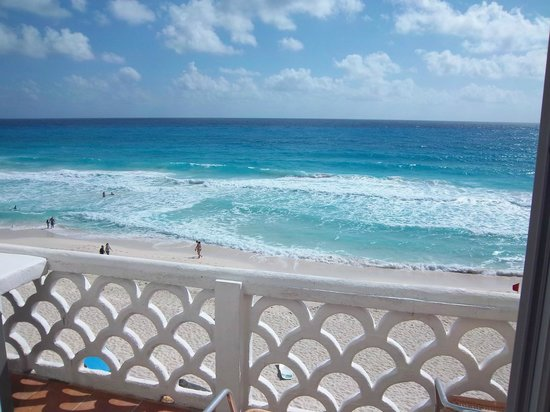 Bsea Cancun Plaza: View from room 4203 - Contact Condosurfers.com