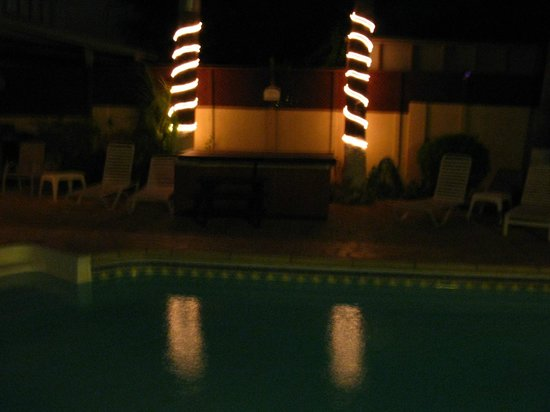 Aruba Sunset Beach Studios: Hot Tub Romantic at Night
