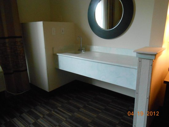 "Comfort Inn: wet bar area in the ""living room"""