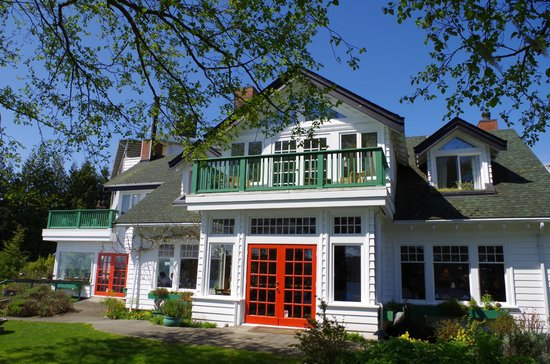 Sooke Harbour House Resort Hotel: Front view of Sooke Harbour House