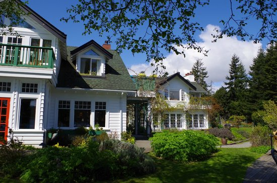 Sooke Harbour House Resort Hotel : Front view of Sooke Harbour House