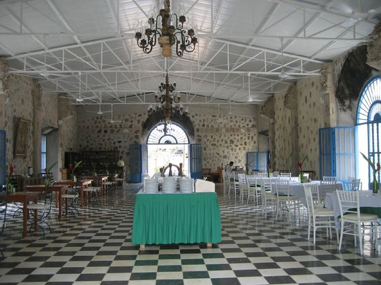 Hacienda Selva Maya: picture of the whole room. Chandeliers-and everything is just perfect