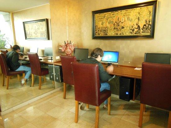 Hotel Runcu Miraflores: WI-FI muito bom e computadores disponíveis no Runcu Hotel