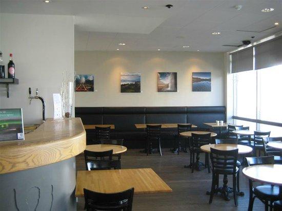 CenterHotel Klopp: The breakfast/bar area in the lobby.