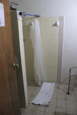Mayan Hostel Cancun: Bathroom