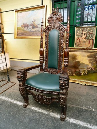 Ecseri Flea Market (Ecseri bolhapiac) : A great chair for sale.