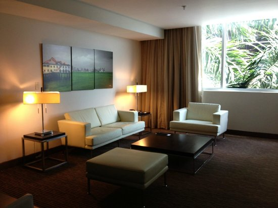 Le Meridien Panama: Living room area in suite