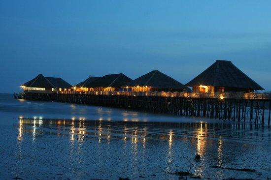 Telunas Beach Resort: Facilities at night
