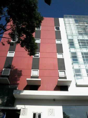 أماريس هوتل تشيامبيلز باندونج: amaris building