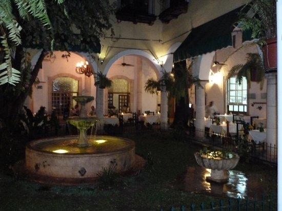 El Meson del Marques: Courtyard