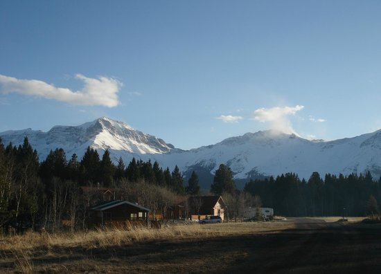 Crowsnest Mountain Resort; cabins; camping;