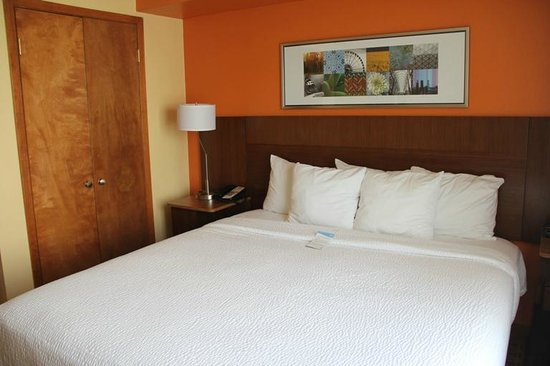 Fairfield Inn & Suites Austin South: The bed was SO comfy