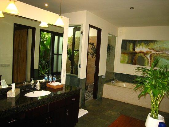 Villa Saraswati: Veena Bathroom