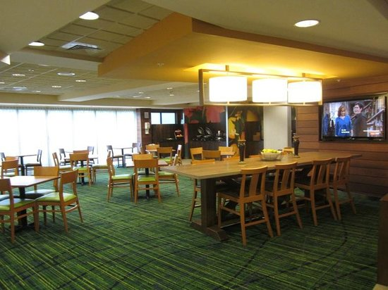 Fairfield Inn & Suites Valdosta: Big breakfast area