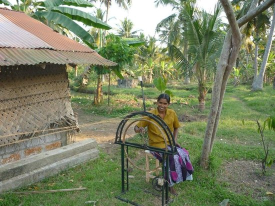 Philipkutty's Farm: Crafting with coconut husks!