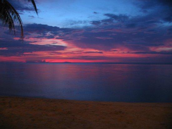 Sunset at Aninuan Beach Resort: Just before dark