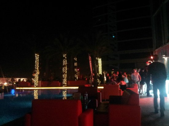 Media One Hotel Dubai: Deck on 8