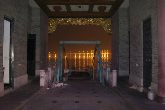 Macau Palace (Floating Casino) : That was the main entrance, nothing lelft..