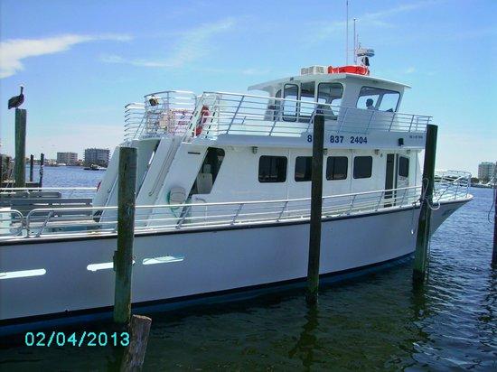 HarborWalk Marina: the boat