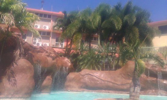 Hotel Cielo Mar: Parte del area de la picina