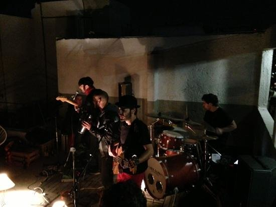 ستاي إن بيرفوت كونديسا: Concert at the terrace with an argentinian band called Inclán.